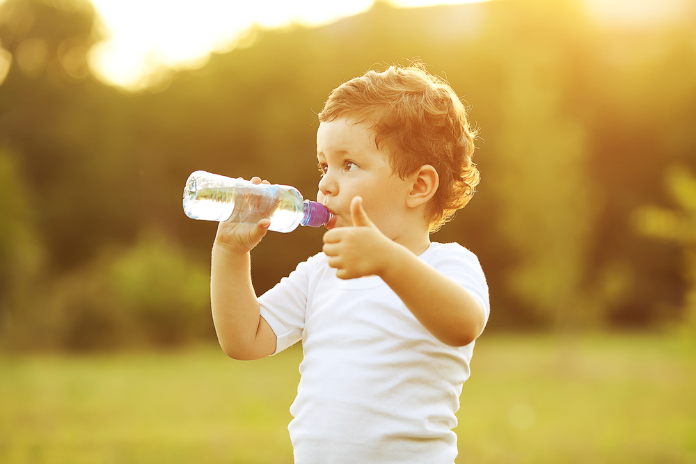 kid-drinking-bottled water